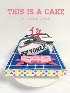 バドミントンの鞄型ケーキ🍰🎂 バドミントンのコートの上にバッグが置いてある感じで fondant cake