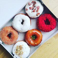 Happy Hump Day Dublin! Hope you're enjoying the short work week 👌🏻 #treatyoself #therollingdonut #donuts #dublin #humpday #lovindublin #ireland #cheattreat #sourdough Photo cred: @olgreeneyesblog