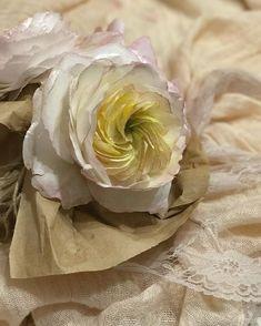 Students work. Wafer paper flowers. Один из.... Работа Инны @inna_neif_cake ! #waferpaperflowers #cakeart #waferpaper #rostov #вафельныецветы #cakestagram #cakedesign #cake #ростов #mkalenaorlova