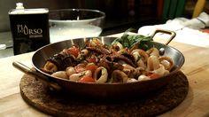 «Pour éviter que les calmars aient une texture caoutchouteuse, il est important de bien les égoutter avant de les cuire et de les déposer dans une poêle très chaude.» Important, Kung Pao Chicken, Pasta Salad, Texture, Chefs, Ethnic Recipes, Food, Seafood, Dish