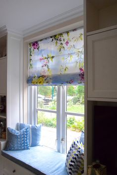 A window escape with our Caprifoglio floral print and accessories. Image from Huis bij Franka
