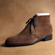 Bespoke sample -Chukka boots🔝 👍 Or 👎 ? Let me know 👇👇 ----------------------------------------------------- 📷 by for more daily posts ----------------------------------------------------- Handmade Leather Shoes, Leather Lace Up Boots, Cowhide Leather, Soft Leather, Leather Fringe, Leather Loafers, Suede Chukka Boots, Suede Shoes, Best Shoes For Men