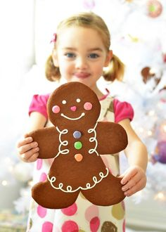 Jumbo Gingerbread ban via Sweetapolita. Made recipe for my gingerbread pan. Gingerbread Man Cookies, Christmas Gingerbread, Noel Christmas, Christmas Goodies, Gingerbread Houses, Xmas, Pink Christmas, Holiday Treats, Christmas Treats