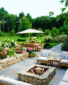 Outdoor seating area // landscape inspiration