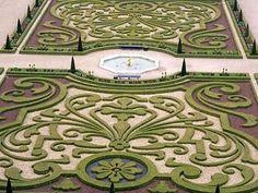 Gardens at Het Loo Palace in Apeldoorn, Netherlands - Modern Garden Hedges, Topiary Garden, Topiaries, Love Garden, Lawn And Garden, Landscape Design, Garden Design, Parks, Gardens Of The World