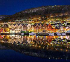 "858 likerklikk, 4 kommentarer – Mitt Bergen (@mittbergen) på Instagram: ""Colorful morning in Bergen 🌇 📷: @atleihagen"""
