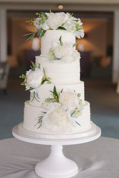 Cake: One Belle Bakery | Photography: Anne Liles