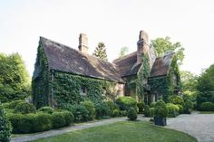 William Eubanks' English Country Cottage in Memphis - The Glam Pad - William Eubanks' English Country Cottage in Memphis – The Glam Pad - Romantic Cottage, Romantic Homes, English Country Cottages, Country Houses, Cottage Design, Cottage Decorating, Decorating Ideas, English House, English Manor
