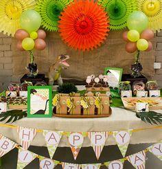 kids party hub dinosaur themed party ideas 607x635 Themed Costume Party Ideas
