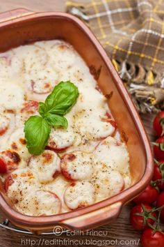 Cherry tomatoes and mozzarella gratin with a touch of garlic