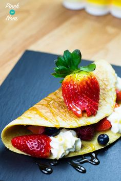 We love pancakes and this Folded Berry Pancake is no exception – sooo delish! Best Breakfast Recipes, Sweet Breakfast, Great Recipes, Favorite Recipes, Breakfast Ideas, Slimming World Breakfast, Weight Watchers Snacks, Low Calorie Recipes, Healthy Recipes