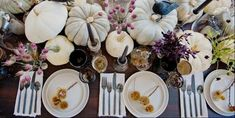 25 Ways To Throw a Chic Halloween Party (That's Still A Little Spooky! Chic Halloween, Adult Halloween Party, Cream Paint Colors, Paint Colours, Halloween Table Decorations, Pumpkin Decorating, Vintage Table, Picture Design, Look Chic