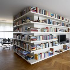 Private interior by Annekoos Littel interiorarchitects BNI #interior #interieur #annekoos #bni #architecture #books #shelves #livingroom