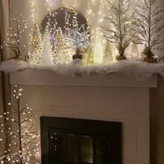 Weihnachten Wohnzimmer 24 Charming White Christmas Decor Ideas On A … Silver Christmas Decorations, Christmas Mantels, Noel Christmas, Holiday Decor, Snow Decorations, Christmas Fireplace Decorations, Christmas Centerpieces, Winter Wonderland Decorations, Silver Christmas Tree