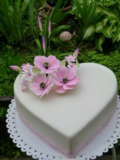 Discover thousands of images about Narodeninova Heart Shaped Cakes, Heart Cakes, Cake Decorating With Fondant, Cake Decorating Tips, Cake Icing, Fondant Cakes, Pretty Cakes, Beautiful Cakes, Brithday Cake