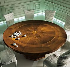 """Magnifico"" table"