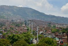The Medellin Metrocable Tour http://www.sarepa.com/2015/10/16/medellin-metrocable/