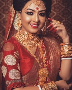 Bridal Makeup Trends for 2019 for a modern bridal look! Bengali Bridal Makeup, Best Bridal Makeup, Bengali Wedding, Bengali Bride, Bengali Art, Wedding Makeup, Indian Bridal Photos, Indian Bridal Outfits, Bridal Photoshoot