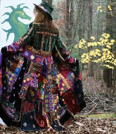 gypsy hippie velvet patchwork coat with a touch of purple. Gypsy Style, Hippie Style, Bohemian Style, Boho Chic, Moda Hippie, Hippie Bohemian, Boho Gypsy, Estilo Hippie, Look Retro
