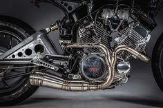 This impressive ride is the work of custom motorcycle creators MotoRelic. Based on the 1983 Yamaha Virago 500 , the details of the 'Snubnosed Revolver' Motos Yamaha, Yamaha Virago, Scrambler, Virago Cafe Racer, Brat Bike, Motorcycle Equipment, Custom Cafe Racer, Motorcycle Engine, Bobber Chopper