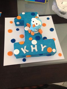 khys first birthday giggle and hoot cake, we loved it, such a good job :) Boys First Birthday Cake, 1st Birthday Cakes, First Birthday Parties, First Birthdays, Birthday Ideas, James 1st, Lincoln Birthday, Dinosaur Cake, Pretty Cakes