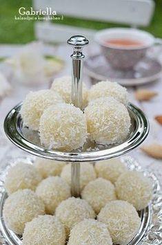 Gabriella kalandjai a konyhában :): raffaello My Recipes, Sweet Recipes, Recipies, Hungarian Recipes, Something Sweet, Fudge, Sweet Treats, Food And Drink, Sweets