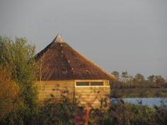 Een vogelliefhebber? Lees onze nieuwe blog: http://www.luxe-vakantiehuis-friesland.nl/blog/vogelkijkhut/…