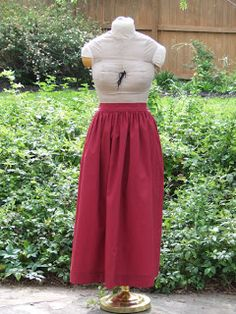 How to Make an Easy Pioneer Trek Skirt (make 2 skirts out of 1 full sized bed sheet) Diy Clothing, Sewing Clothes, Clothing Patterns, Sewing Patterns, Recycled Clothing, Vintage Clothing, Pioneer Bonnet, Trek Ideas, Diy Fashion