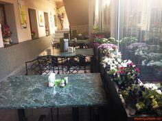 Restaurantul (raw) vegan Barca are o noua adresa. Cum stau lucrurile in noul loc   Unde Iesim in Oras? Raw Vegan, Dining Table, Restaurant, Table Decorations, Furniture, Home Decor, Decoration Home, Room Decor, Dinner Table
