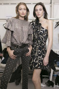 Gigi Hadid and Vittoria Ceretti backstage at Isabel Marant Fashion News, Fashion Models, High Fashion, Fashion Beauty, Fashion Show, Fashion Outfits, Fashion Design, Fashion Trends, Paris Fashion