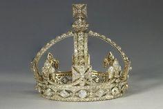 Теперь соберем разные головные уборы в виде теар и корон