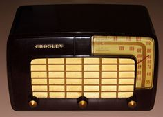 Vintage Crosley Table Radio, Model 10-127, Two-Bands (BC & FM), Made In USA, Circa 1950.