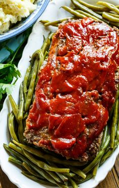 Classic Meatloaf - Spicy Southern Kitchen Spicy Meatloaf Recipe, Southern Meatloaf Recipe, Classic Meatloaf Recipe, How To Cook Meatloaf, Meatloaf Recipes, Meat Recipes, Cooking Meatloaf, Easy Chicken Pot Pie, Easy Chicken Recipes