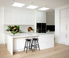 Real reno: This Melbourne overhaul is a riot of texture - The Interiors Addict Royal Oak Floors, Küchen Design, Interior Design, Design Ideas, Design Interiors, Interior Ideas, Celebrity Kitchens, Kitchen Queen, Kitchen Gallery