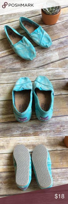 Bobs Turquoise Canvas Shoes sz 7 Great condition super comfy and cute canvas flats. Perfect for Spring! Skechers Shoes