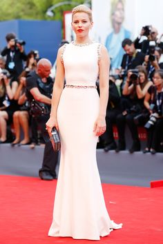 Elizabeth Banks in Dolce & Gabbana - Venice Film Festival 2015 Red Carpet Pictures | Harper's Bazaar