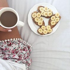 Breakfast in bed (and on Instagram) courtesy of Eleni McMullin. #refinery29 http://www.refinery29.com/fashion-blogger-bed-instagram#slide-8