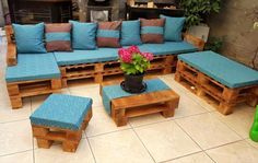 Pallet Furniture Projects DIY pallet outdoor furniture - 15 Pallet Ideas to Bring Pallets in Your Home Pallet Furniture Designs, Pallet Garden Furniture, Outdoor Furniture Plans, Wooden Pallet Projects, Diy Furniture Projects, Farmhouse Furniture, Pallet Ideas, Furniture Makeover, Furniture Decor
