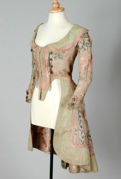 Silk caraco jacket, 1770s Britain. I really wish people would give the source, such as museum, where things are located! For back, see other pin.
