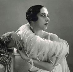 Elsa Schiaparelli, 1932 | Photo by George Hoynignen-Huene