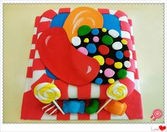 Would never make a candy crush cake, but I love the detail on the red and orange candies! Festa Do Candy Crush, Candy Crush Party, Candy Crush Cakes, Candy Crush Addict, Candy Crush Saga, Creative Desserts, Creative Cakes, Yummy Cupcakes, Cupcake Cookies