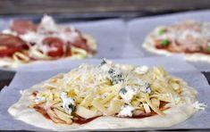 Minipizza: quattro formaggi – mozzarella, ementál, gorgonzola, parmazán Mini Pizza, Mozzarella, Mexican, Ethnic Recipes, Mexicans