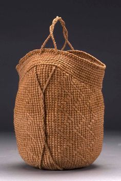 get jennifer zurich untitled willow bark plain and twill twined body ideas hd My Bags, Purses And Bags, Basket Bag, Shopper, Clutch, Sisal, Mode Inspiration, Beautiful Bags, Basket Weaving