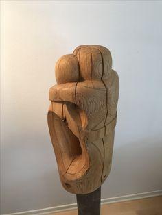 """""""Umarmende"""". Eiche, geölt. Diese Holz Skulptur habe ich mit Kettensäge, Flex, diversen Handwerkzeugen und Schleifpapier erstellt. Weitere Skulpturen aus Holz und Stein des Bildhauers, z.T. vergoldet mit 24 Karat Blattgold sind auf meiner website zu sehen."""
