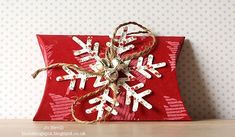Christmas Pillow Box by Rambling Boots - Cards and Paper Crafts at Splitcoaststampers Christmas Gift Box, Homemade Christmas Gifts, Christmas Makes, Christmas Gift Wrapping, Christmas Pillow, Christmas Projects, Handmade Christmas, Gift Card Boxes, Diy Gift Box