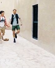 This is true friendship: skipping along hand in hand,ready to face life together xD