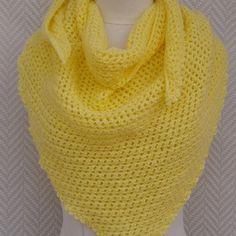 Un Grand Marché · Châle, chèche jaune , en laine tricoté aux aiguilles  pièce unique d993f274452