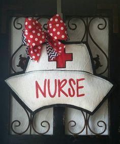 Nurse Hat Burlap Door Hanger Decoration and Wreath Replacement Burlap Crafts, Wood Crafts, Jar Crafts, Gift Crafts, Nurse Wreath, Nurse Decor, Painting Burlap, Tole Painting, Burlap Signs