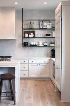 Kitchen Interior, New Kitchen, Kitchen Dining, Kitchen Decor, Kitchen Ideas, Kitchen Shelves, Kitchen Cabinets, White Cabinets, Cocinas Kitchen