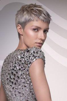 Dünnes Haar ist das Haarproblem Nummer eins vieler Frauen. Etwa 40 Prozent wünschen sich eine etwas kräftigere Mähne, weil es den eigenen Haaren an Substanz und Fülle mangelt...
